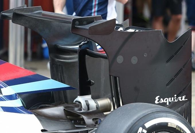 Формула-1. Баттон — лидер утренней сессии первого дня тестов