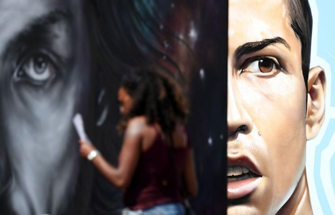 Футбольный стрит-арт на улицах Парижа