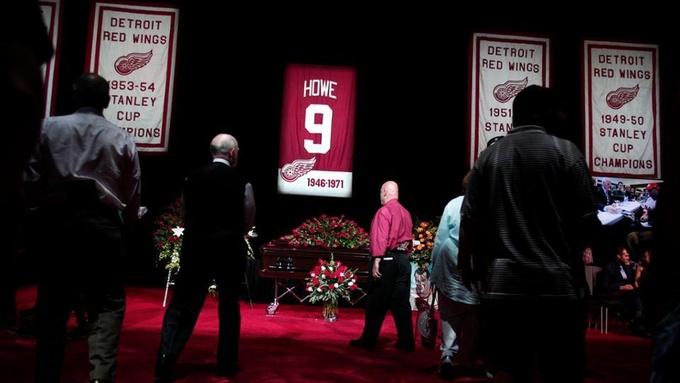 НХЛ. Попрощаться с Горди Хоу в Детройте пришли несколько тысяч человек