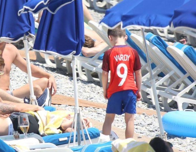Сын Руни носит футболку Джейми Варди