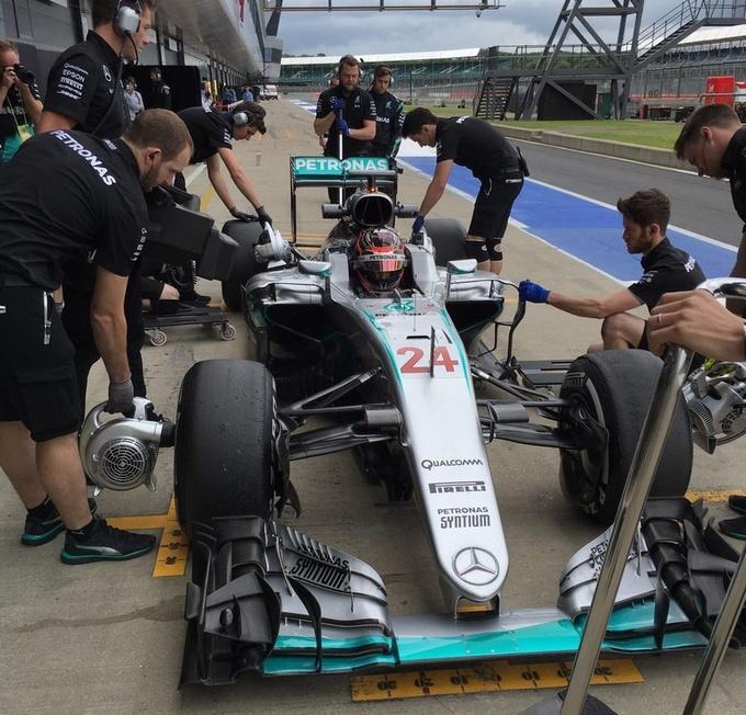 Формула-1. Алонсо  –  лидер утренней сессии межсезонных тестов