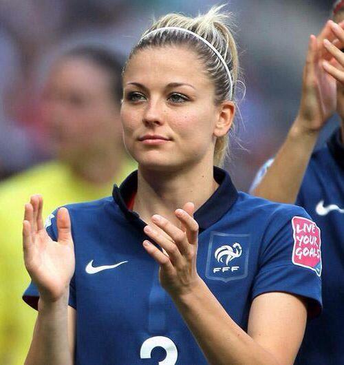 10 самых красивых футболисток мира