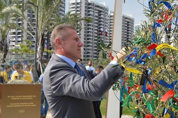 Бубка присутствовал на открытии монумент памяти погибшим спортсменам