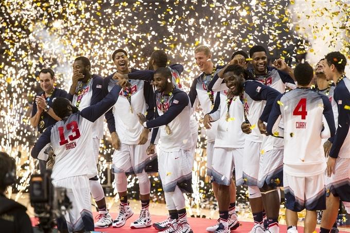 Сборная США празднует победу на ЧМ-2014