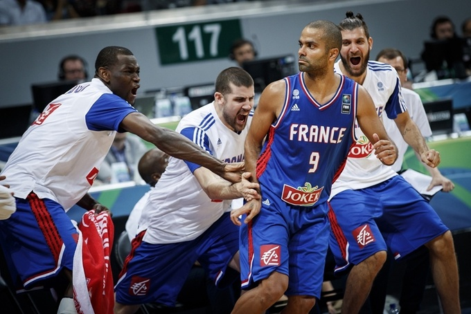 Французы во главе с Паркером празднуют очередной успех