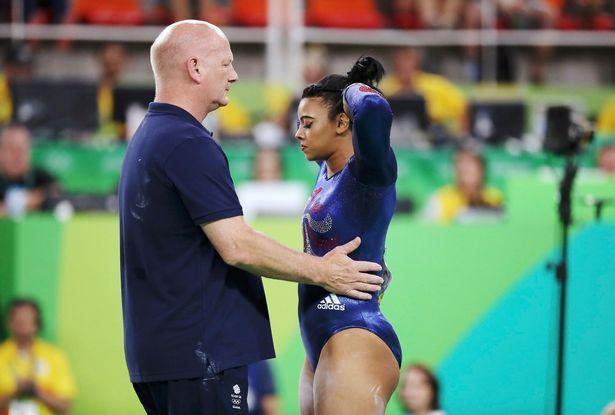 Британская гимнастка едва не сломала шею, но вернулась и завершила выступление