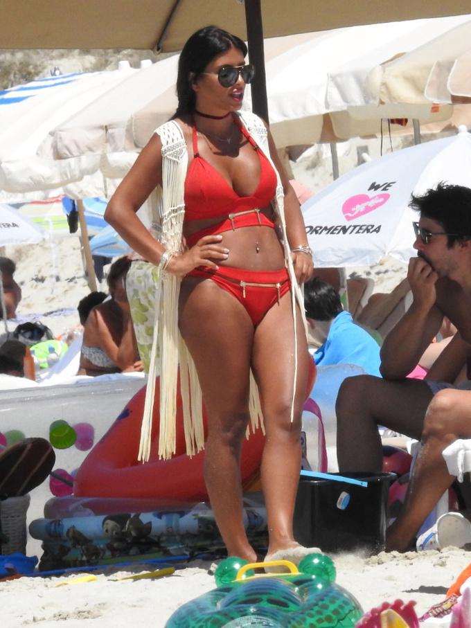 Фабрегас отправился в отпуск с женой за 6 дней до начала АПЛ