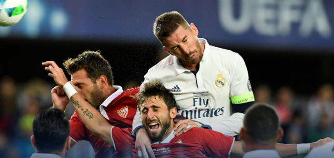 Победный душ: игроки Реала искупали Зидана на пресс-конференции