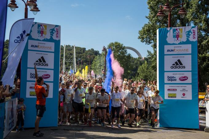 В Киеве прошел цветной забег