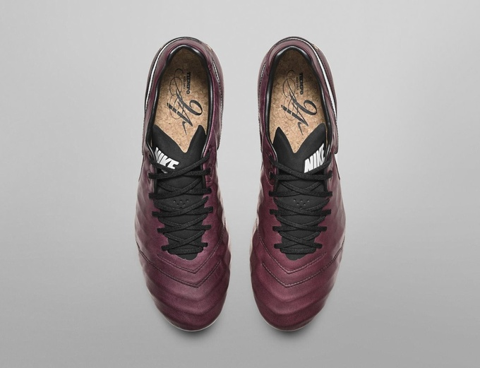Nike выпустили новые бутсы в честь Пирло и его любви к вину