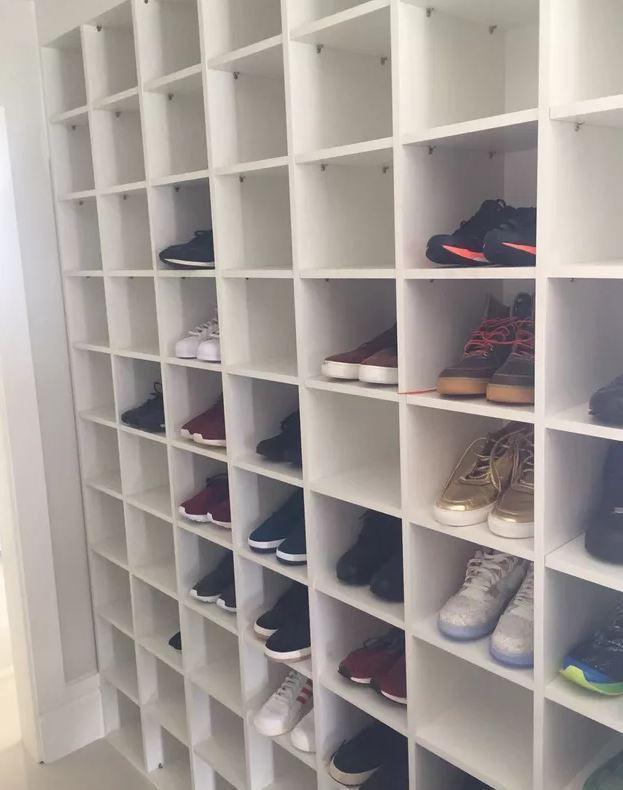 У форварда Фенербахче украли 92 пары обуви