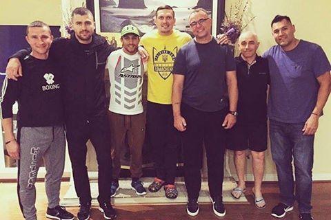 Усик присоединился к Ломаченко и Гвоздику в США