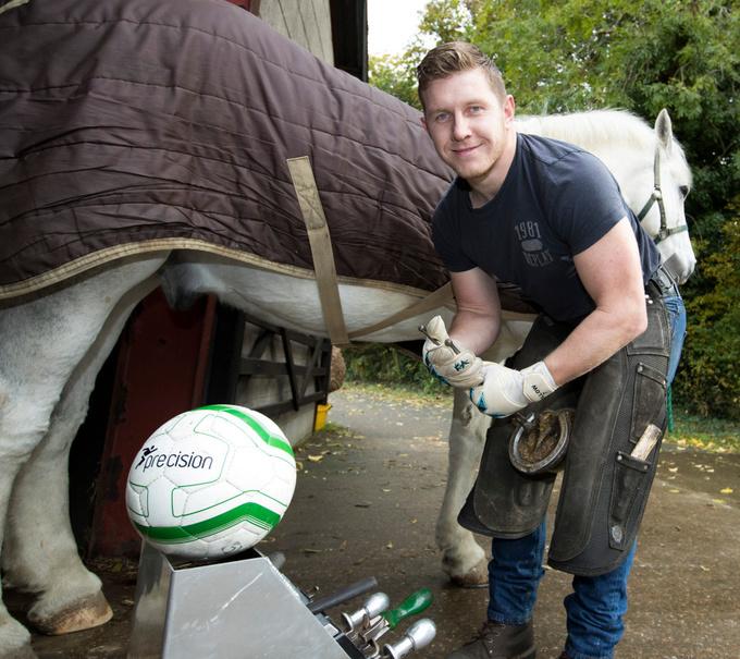 В пятницу подковал лошадь, в субботу сыграл в Кубке Англии