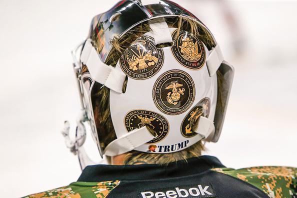 НХЛ. Вратарь сыграл в маске в поддержку Трампа