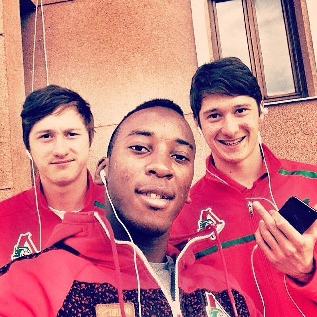 Разнообразие жестов в исполнении звездочки сборной России