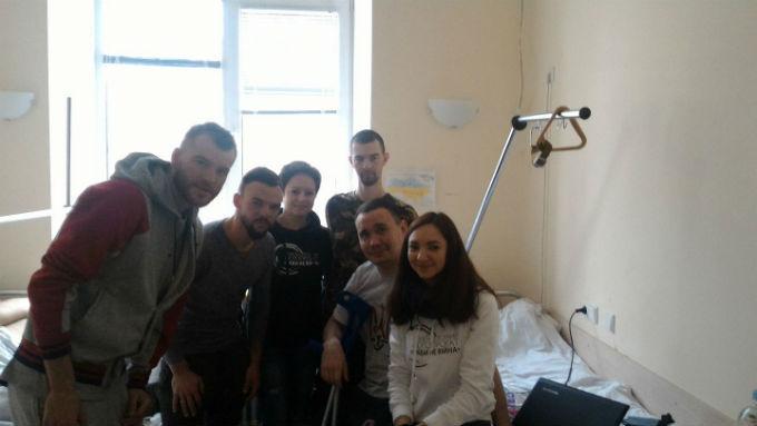 Ярмоленко и Морозюк проведали воинов АТО накануне матча с Шахтером