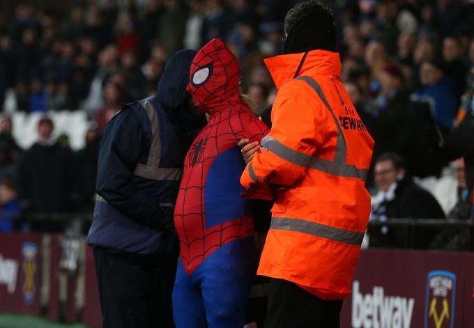 Человек-паук посетил матч Вест Хэма и Ман Сити