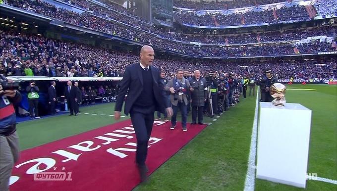 Криштиану Роналду притащил настадион 4 «Золотых мяча»
