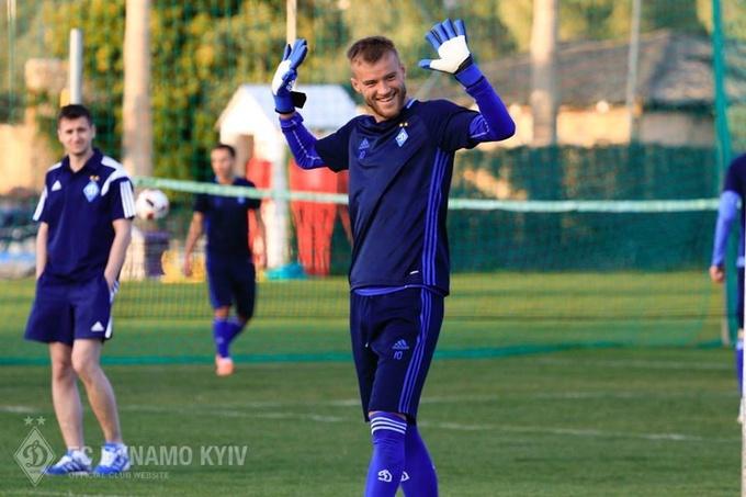 Ярмоленко на тренировке Динамо попробовал свои силы в роли голкипера