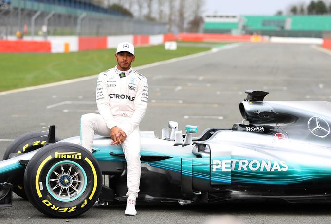 В Mercedes представили новую машину