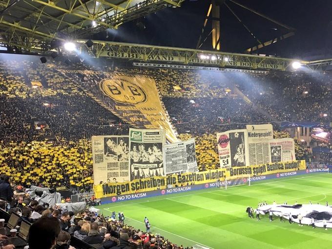 Невероятный перфоманс болельщиков Боруссии перед матчем с Бенфикой