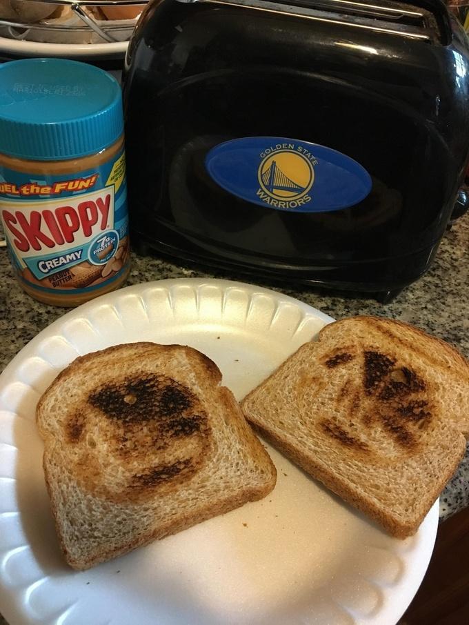 Клэй Томпсон оставил автограф на тостере