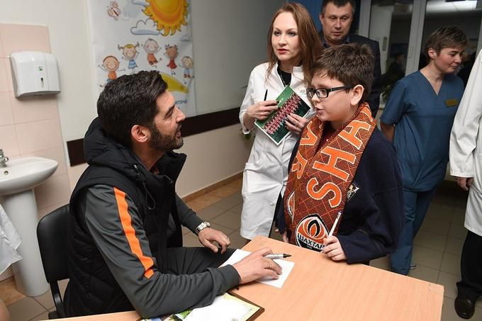 Шахтер посетил детскую больницу в Харькове