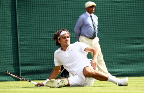 Федерер начинает с баланса на лезвии на Уимблдоне