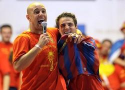 Фабрегас примерил футболку Барселоны