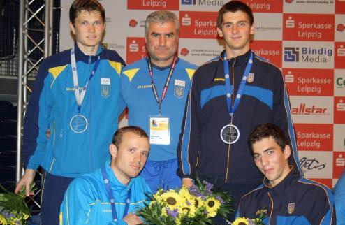Украинские саблисты обмыли медали немецким пивом