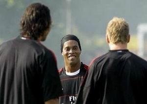 Роналдиньо готов подписать контракт до 2014 года