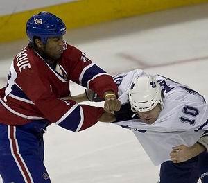 НХЛ. Ларак подался в политику