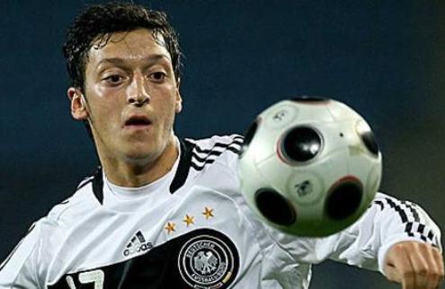 Официально: Езил — игрок Реала