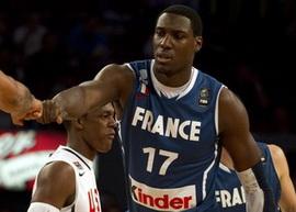 Центровой сборной Франции получил травму