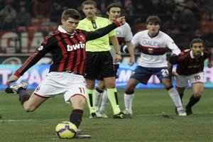 Хунтелаар не покинет Милан