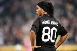 Роналдиньо может пропустить матч с Аяксом