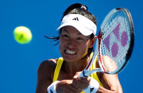 Сорокалетняя теннисистка обыгрывает Шарапову