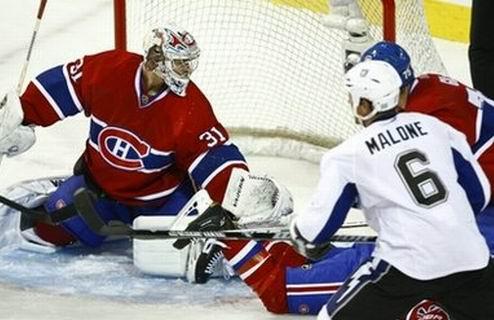 НХЛ. Торонто на вершине, у Тампы две победы, успех Анахайма