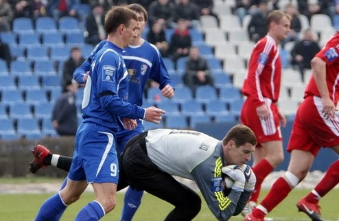 Таврия спасается в матче с Ильичевцем
