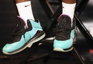 Джеймс представил новые кроссовки