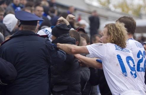 Фанаты Днепра устроили беспорядки на матче с Кремнем