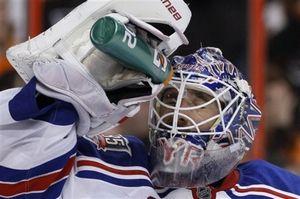 Лундквист признан первой звездой дня НХЛ
