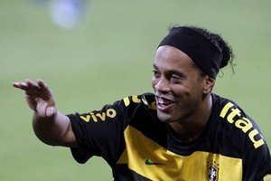 Роналдиньо разочарован, но Милан не покинет