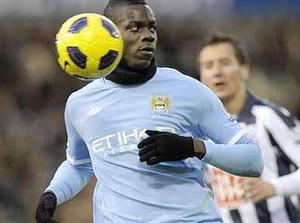 Балотелли остается в Манчестер Сити