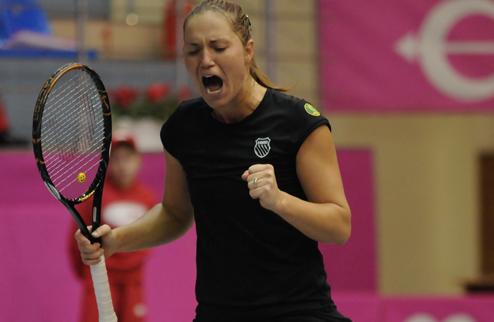 Е.Бондаренко выигрывает турнир в Словакии