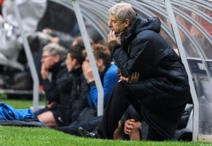 Венгер критикует судейскую систему УЕФА