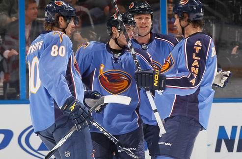 НХЛ. Победы всех лидеров Востока, крупное поражение Детройта