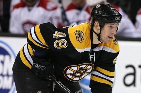 НХЛ. Бостон и Колорадо обменялись защитниками