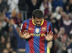 Алвеш намерен продлить контракт с Барселоной