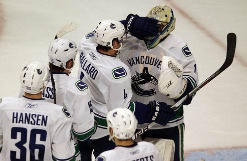 НХЛ. Месть Ванкувера, крупные победы Баффало и Детройта